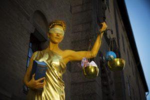 Fru-Justitia-3-332x221